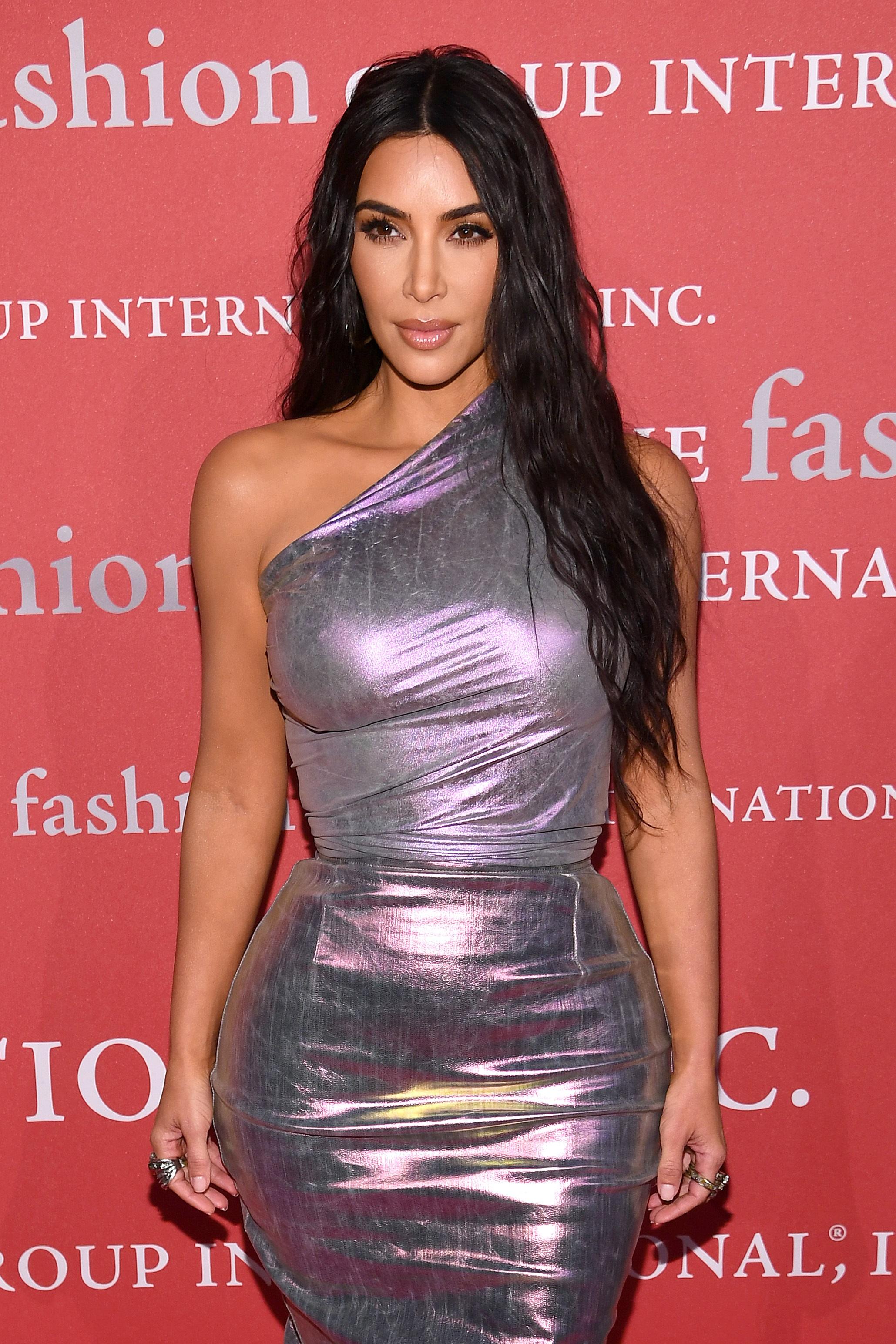 <p><strong>Ким Кардашиан</strong></p>  <p>Риалити звездата всъщност се усмихва, само че никога не го прави, когато е на червения килим.</p>