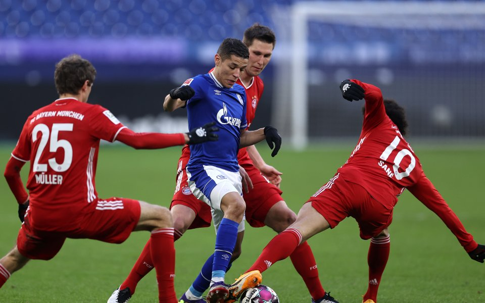 Отборите на Шалке и Байерн Мюнхен играят при резултат 0:0в