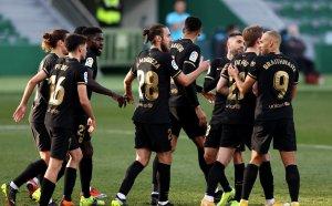 Нидерландец блести за Барселона при четвъртата поредна победа в Ла Лига