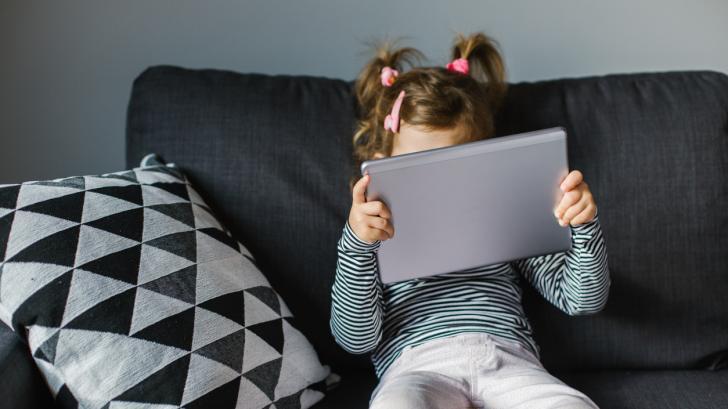 За да нямат децата ви следните проблеми, контролирайте времето им пред екрана