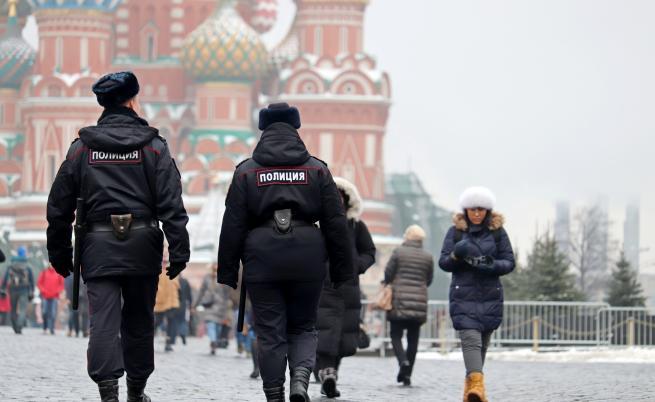 Руският съд остави Навални в ареста