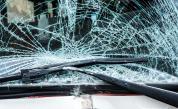 Румънски бус с туристи и кола катастрофираха край Велико Търново
