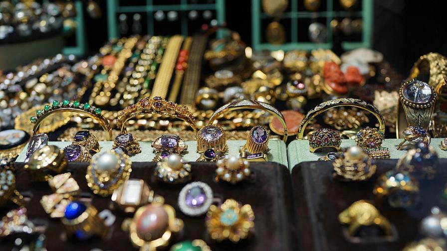 """Контрабандни златни накити за над 56 000 лева задържани на """"Капитан Андреево"""""""