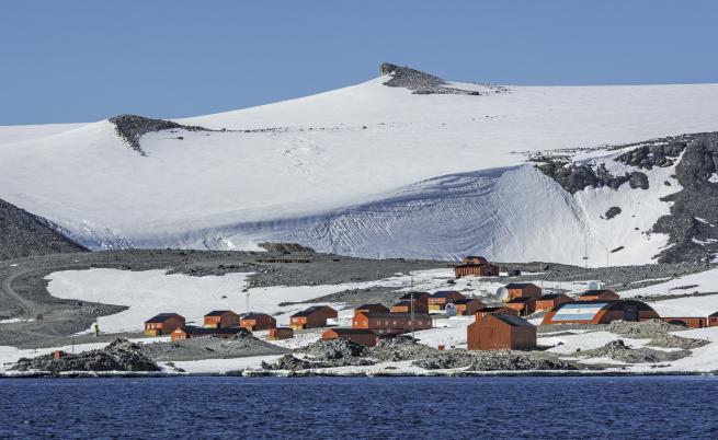 Мъж получи портфейла си, изгубен преди 53 г. в Антарктида