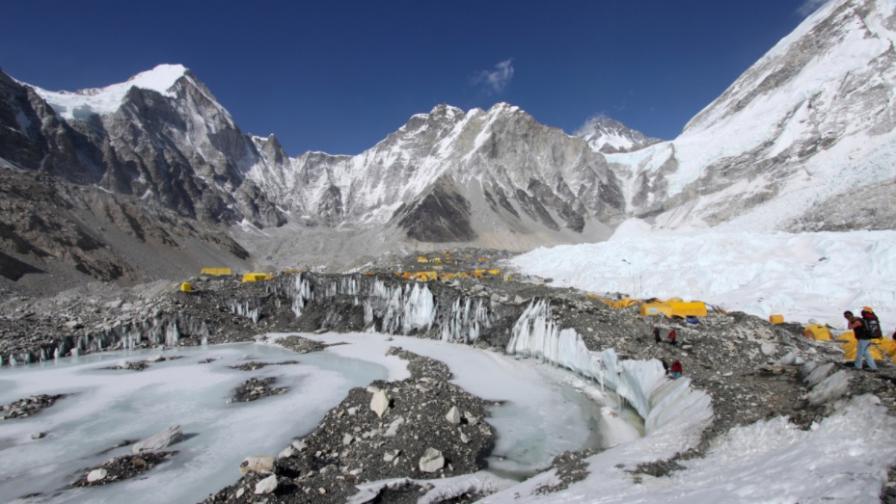 14 загинали и 170 изчезнали след срутването на ледник в Индия