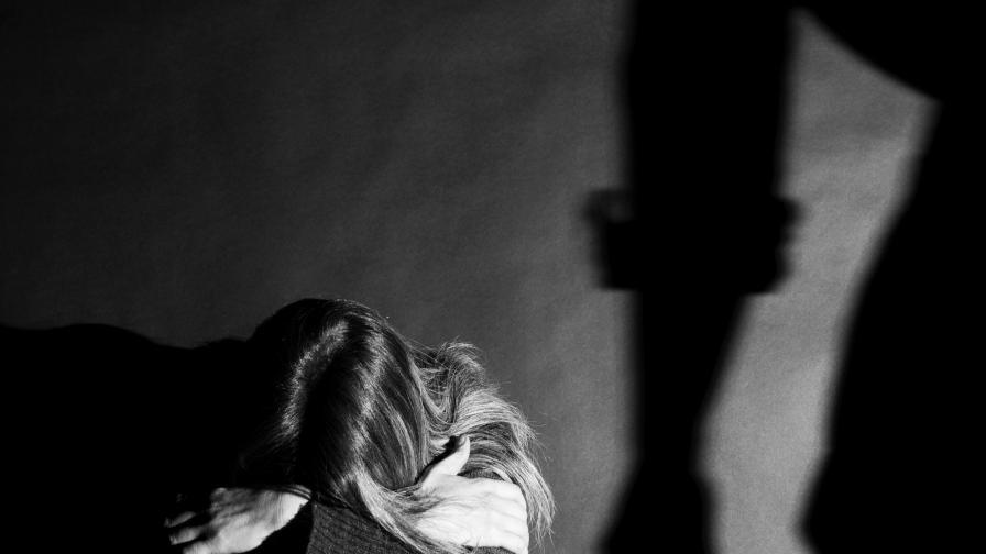 Жена блудства с 12-годишно дете, грозят я от 3 до 12 години затвор