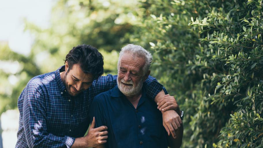 """Трогателното писмо на един баща към синовете му: """"Ако обичате една жена, кажете ѝ го!"""""""