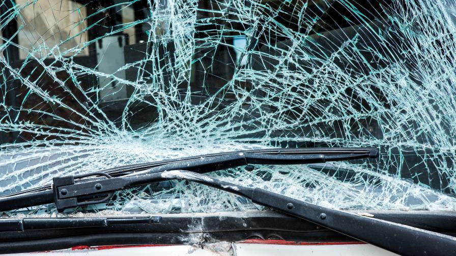 Какво е състоянието на пострадалия при катастрофата във Варна младеж