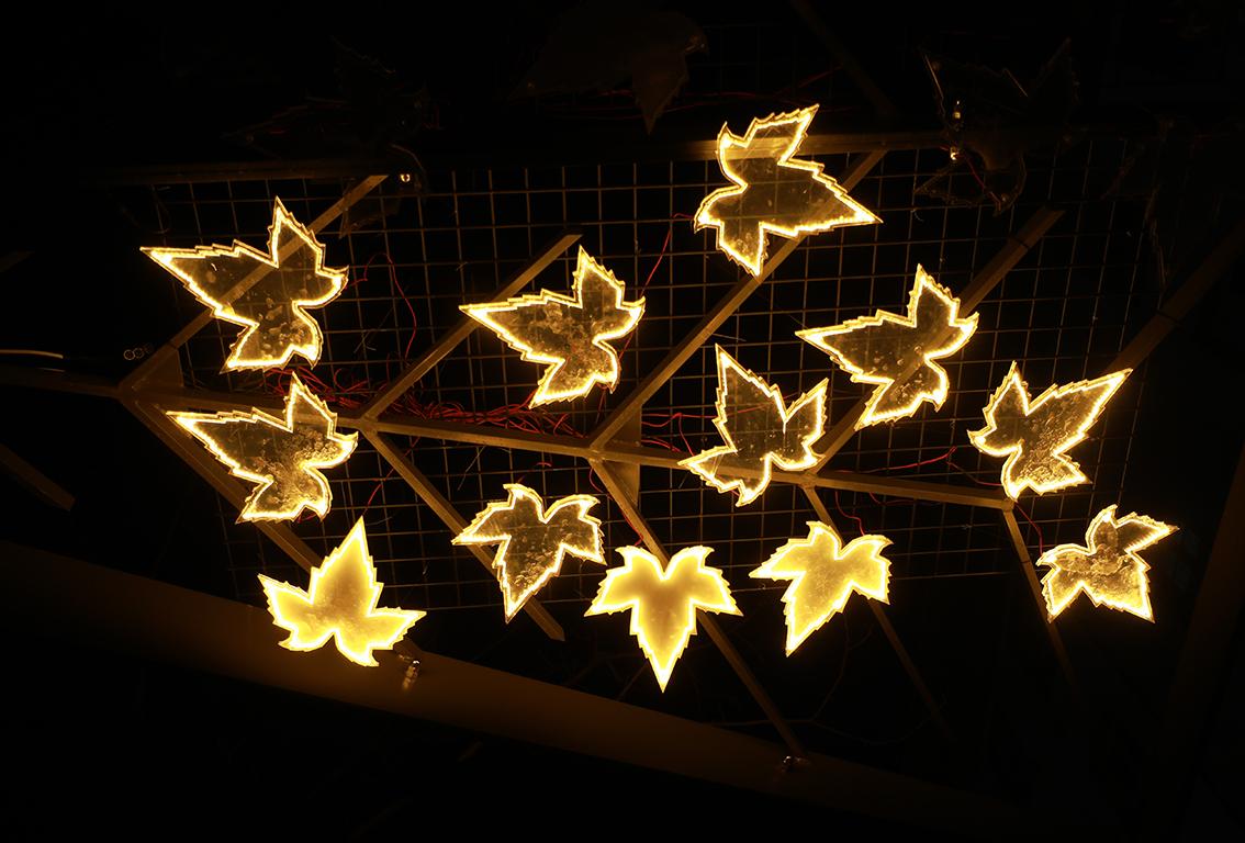 <p>Китайските фенери са форма на изкуство, която интегрира майсторство, култура и естетика и има силен национален колорит. Тази традиция добавя нови елементи и форми, като се развива във времето, правейки фенерите все по-въздействащи.</p>