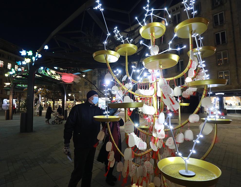 <p>&bdquo;Светлини над града&ldquo; е българо-китайска изложба в градска среда</p>
