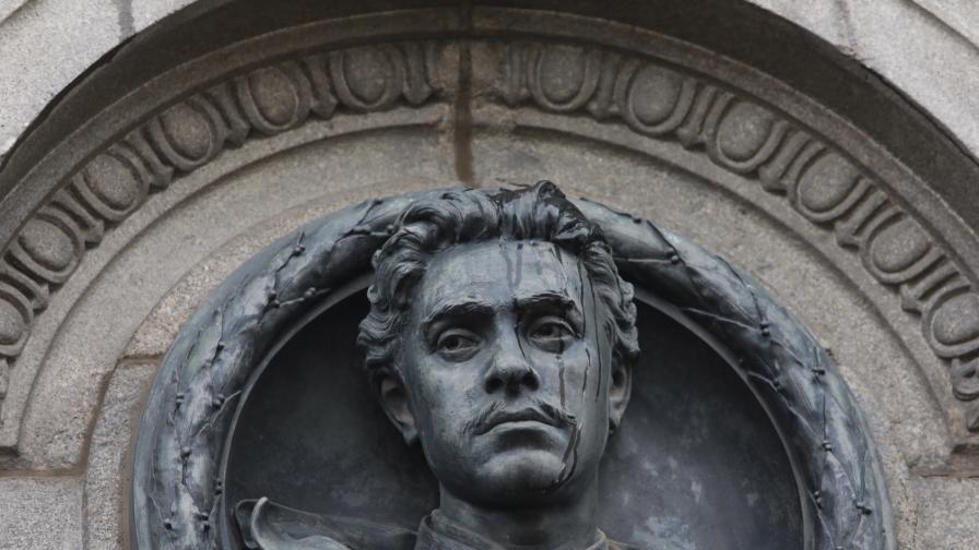 <p>Книга разкрива факти за биографията на Левски&nbsp;&nbsp;</p>