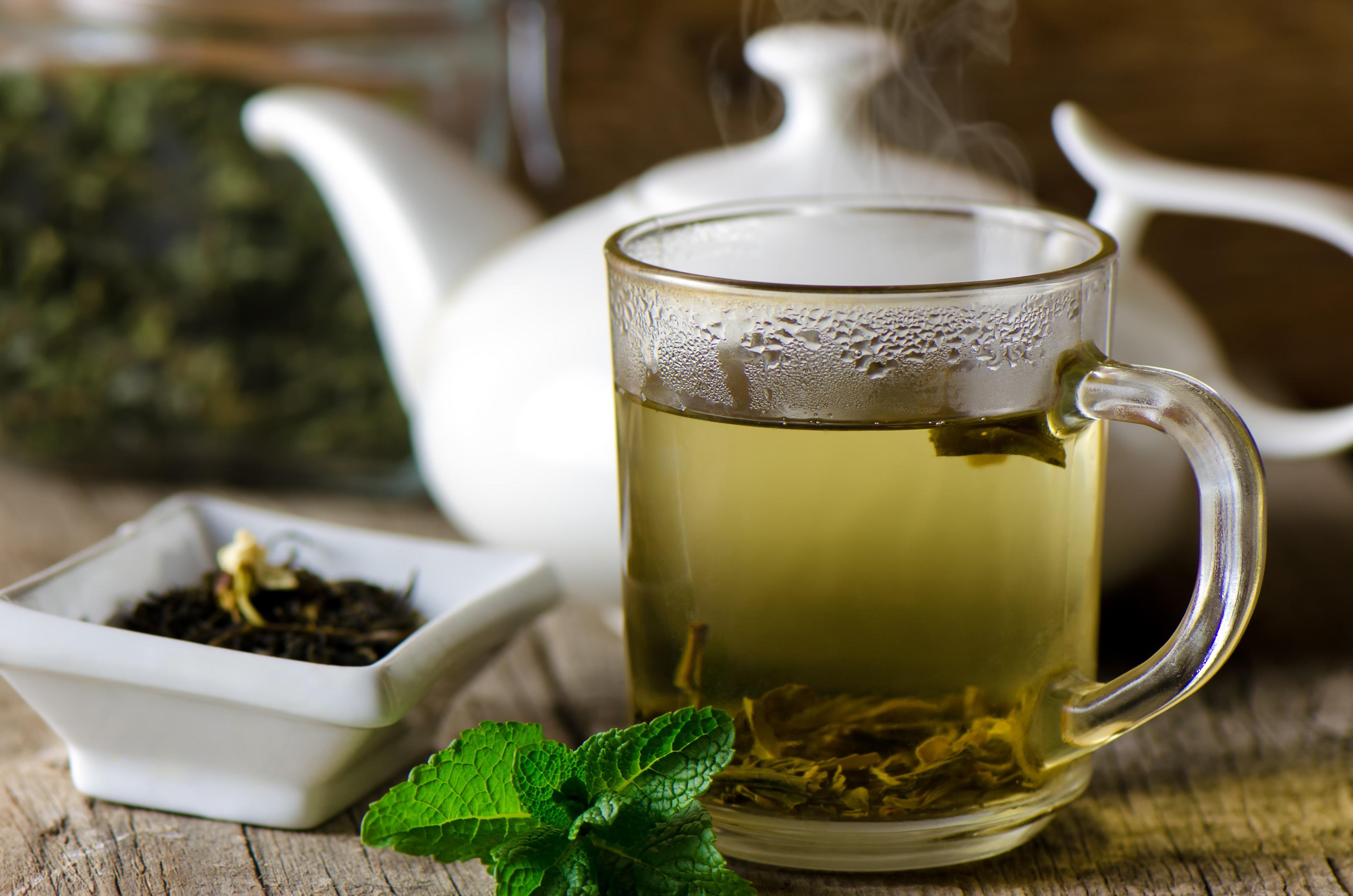 <p><strong>Може да предотврати заболяване от рак</strong></p>  <p>Проучванията показват, че зеленият чай може да предпази от рак на простатата и гърдата. Въпреки, че са необходими повече изследвания по тази тема проучване от 2018 г. отбелязва, че съединения на зеления чай в комбинация с други лечения, като &bdquo;химиотерапия, лъчетерапия, имунна терапия и молекулярно целенасочена терапия може да има известна клинична полза при пациенти с рак&rdquo;.</p>