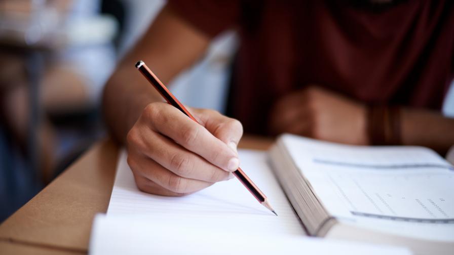 Кои университети ще приемат с оценки от матурите