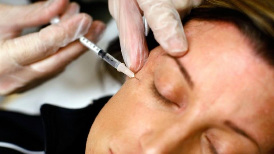 Инжектиране на ботокс против бръчки около очите