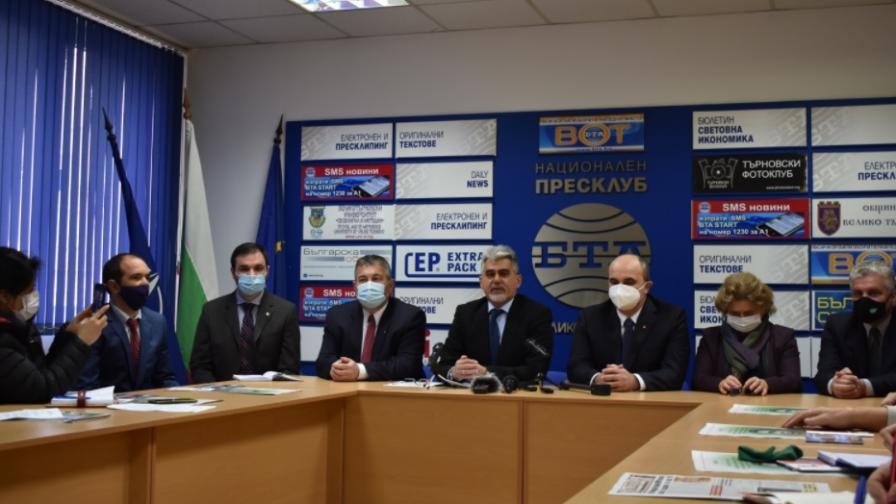 ВМРО обяви водачите на листите си