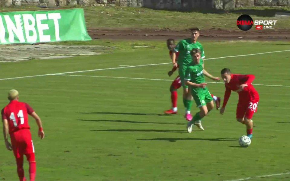Димитър Костадиновнаправи резултата класически 3:0 при визитата на неговия Царско