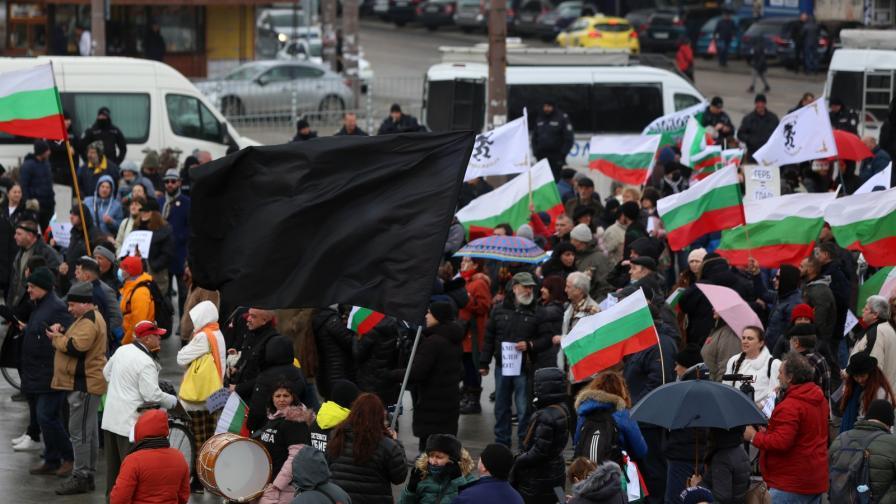 Протест в центъра на София срещу новите ковид-мерки