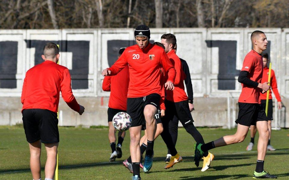 Локомотив Пловдив продължаваусилените тренировки по време на шампионатната пауза за