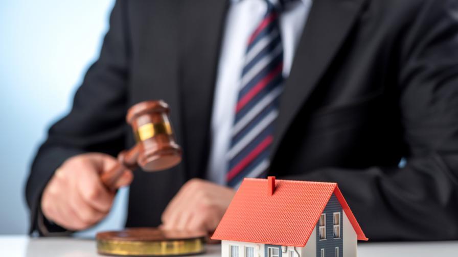 Настойник на психично болен мъж продаде апартамента му