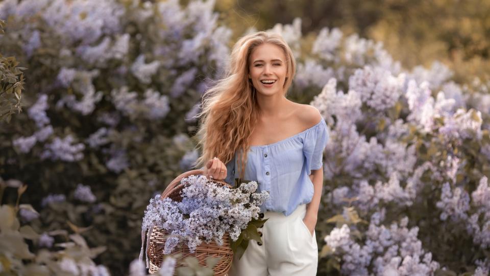 жена цветя пролет лято природа