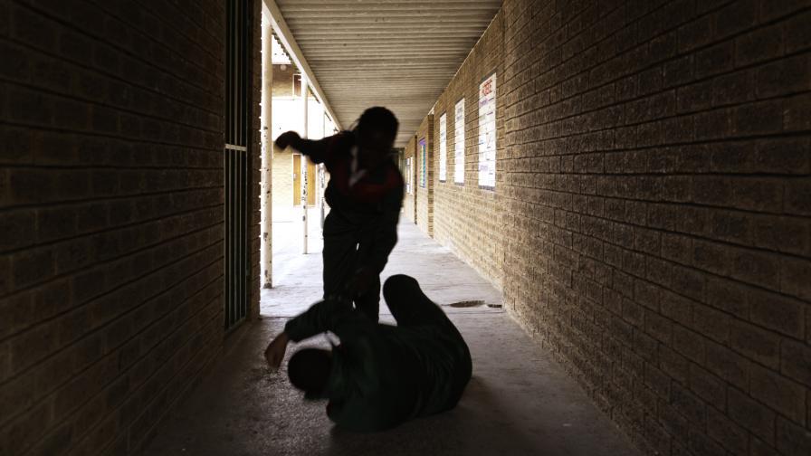 Агресия между деца, пребиха 16-годишно момче в Ловеч