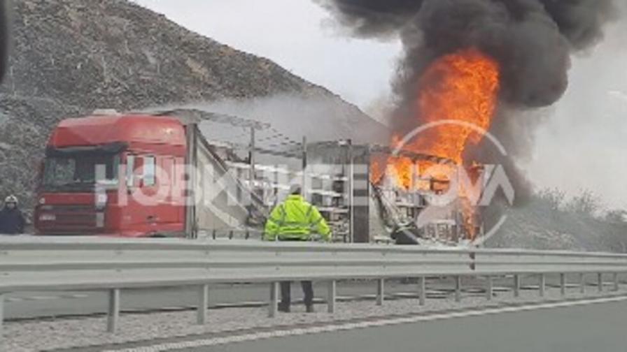 """Камион пламна на АМ """"Хемус"""""""