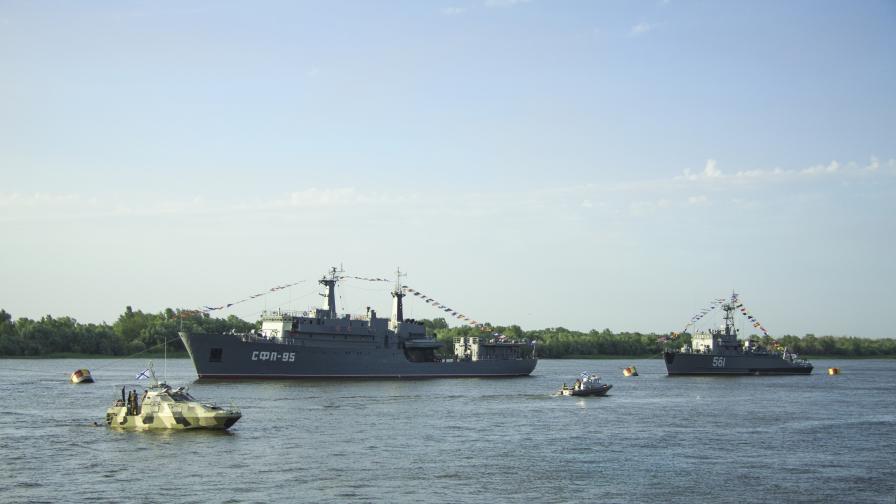 Какво става, Русия мести и боен флот към Черно море