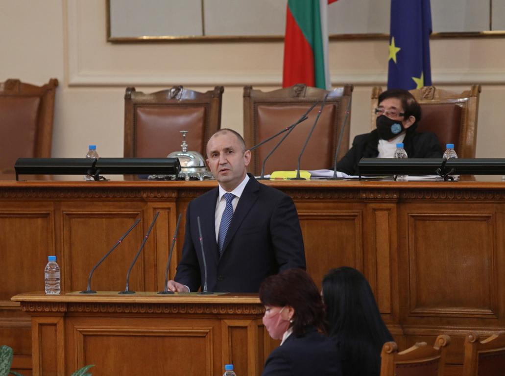 <p>45-ото Народно събрание: Новите 240 депутати положиха клетва</p>