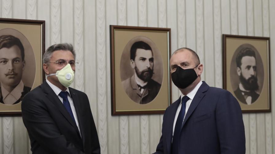 Консултации на президента Радев с ДПС