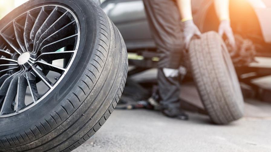Десетки автомобили осъмнаха с надупчени гуми в София