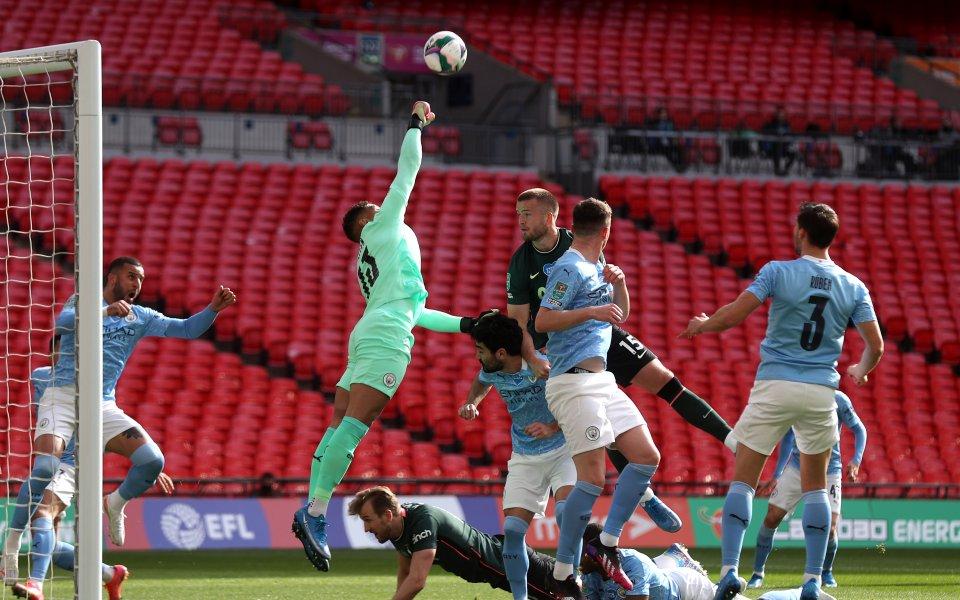 Отборите на Манчестър Сити и Тотнъм играят при резултат 1:0във
