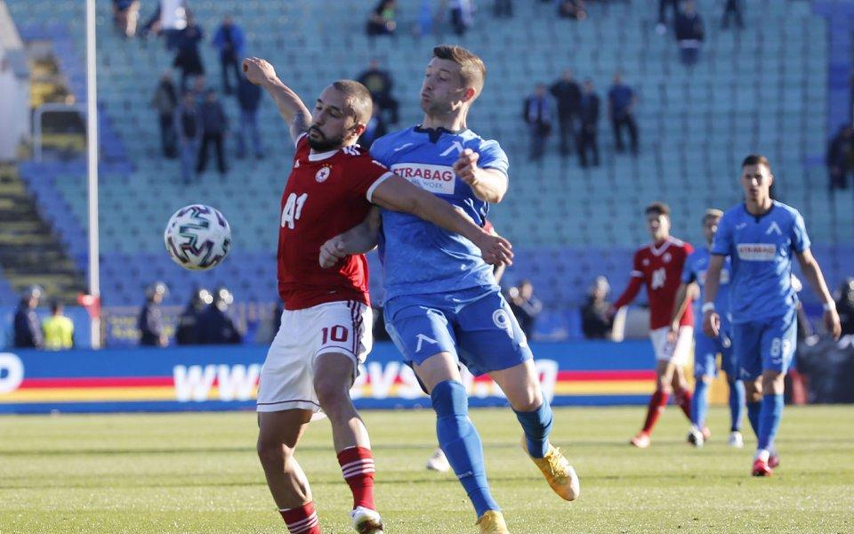 Президентът на футболния съюз, Борислав Михайлов, обяви решенията, които се