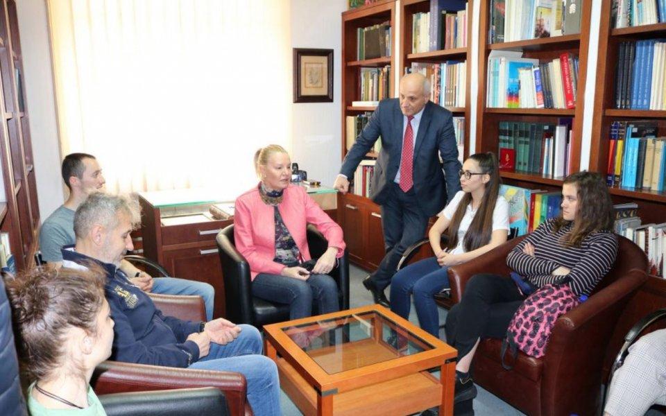 Стефка Костадинова се срещна в БОК със студенти от Национална