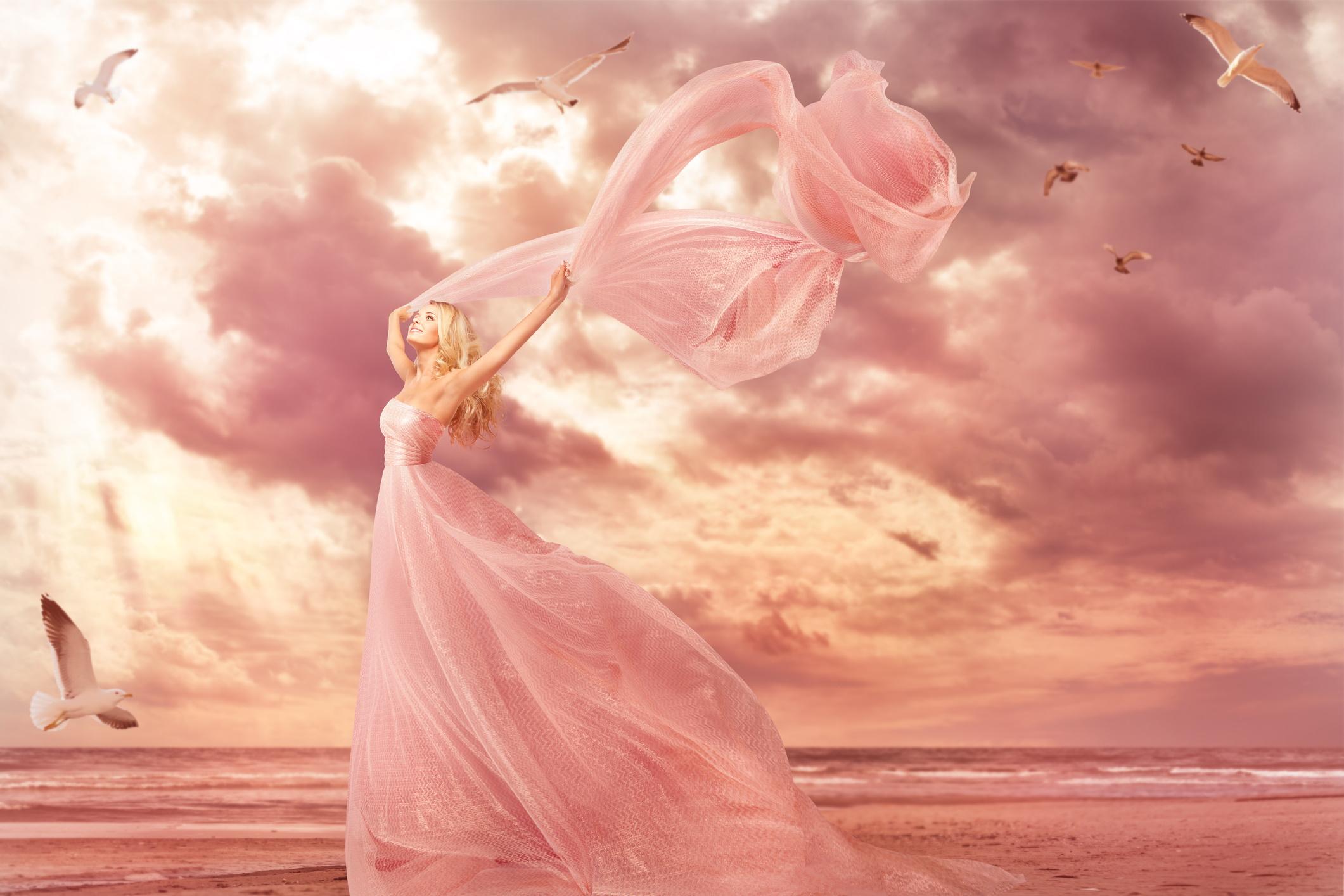 <p><strong>Розово</strong></p>  <p>Розовото се свързва със смекчаване на агресията. Известно е също, че този цвят е регулатор на доброто настроение. Основните асоциации, които създава розовото, са любов, чувствителност, щедрост и доброта. Също така този цвят може да събуди желание да защитите човек, който го харесва.</p>