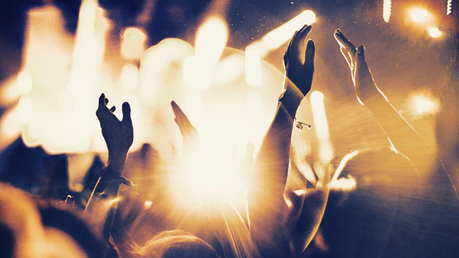 Дискотекитe, нощните клубове и баровете отварят врати