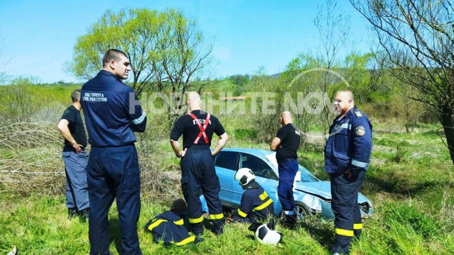 Кола падна в дере по пътя София-Варна