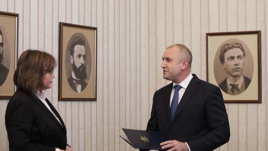 Президентът Радев връчи мандата на БСП