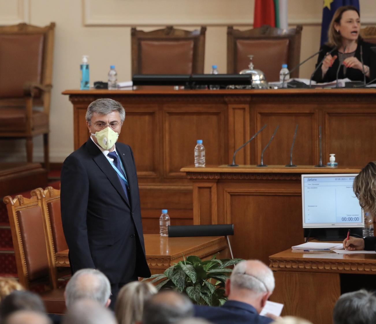 Депутатите решиха да задължат Министерски съвет да се яви в парламента. Предложението направи Георги Свиленски от БСП.