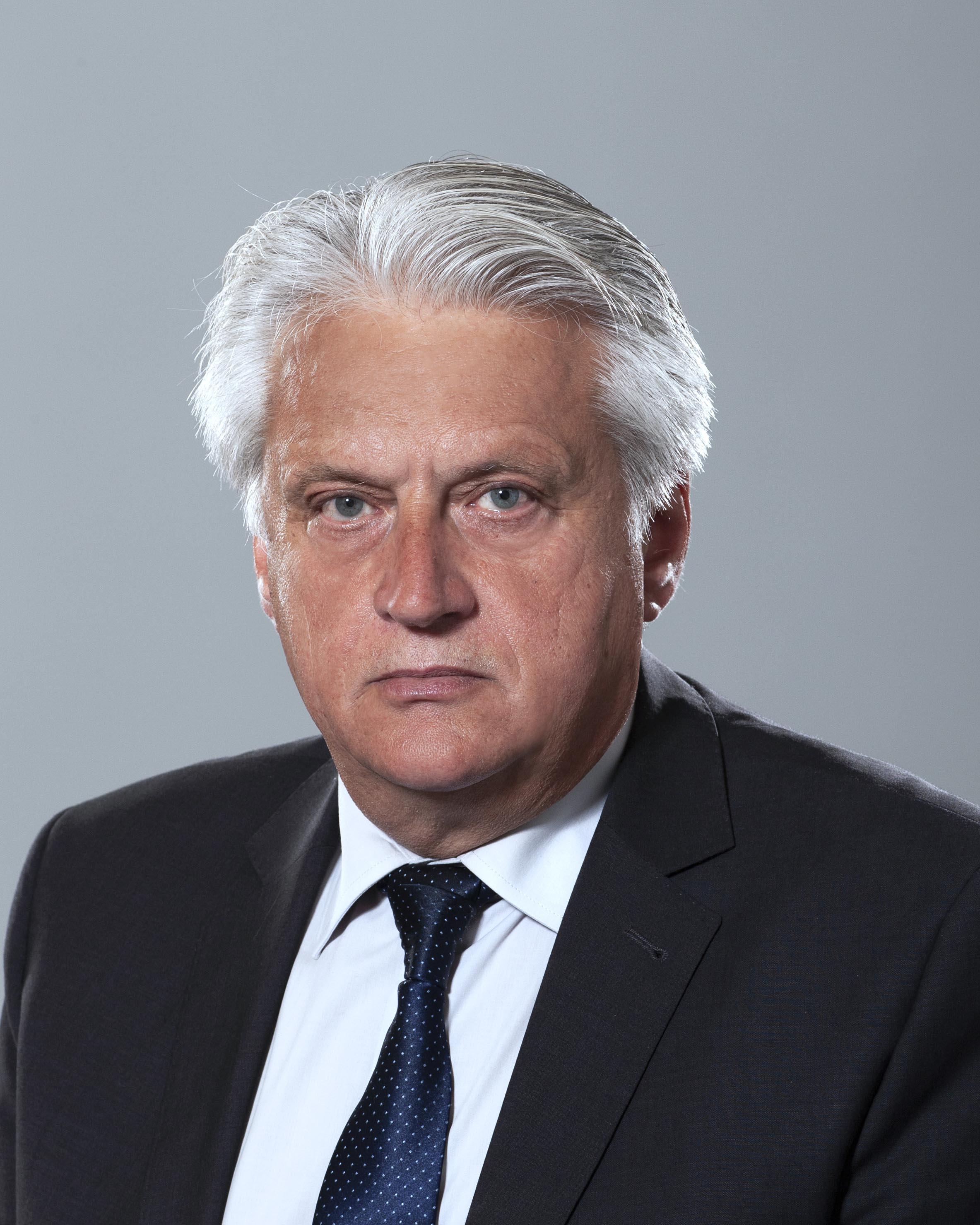 <p>Бойко Илиев Рашков - служебен заместник министър- председател по обществен ред и сигурност и служебен министър на вътрешните работи.</p>  <p><br /> &nbsp;</p>