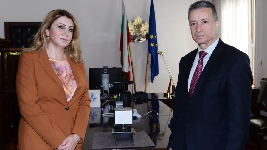 Служебният министър на правосъдието Янаки Стоилов прие поста от Десислава Ахладова
