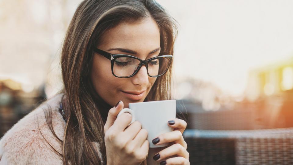 жена кафе кофеин дневен