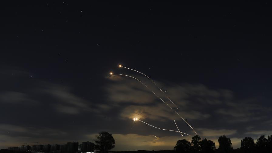 Расте напрежението в Израел, ракети изстреляни и от Ливан