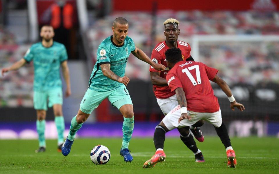 Манчестър Юнайтед и Ливърпул играят при резултат 2:3в отложен двубой