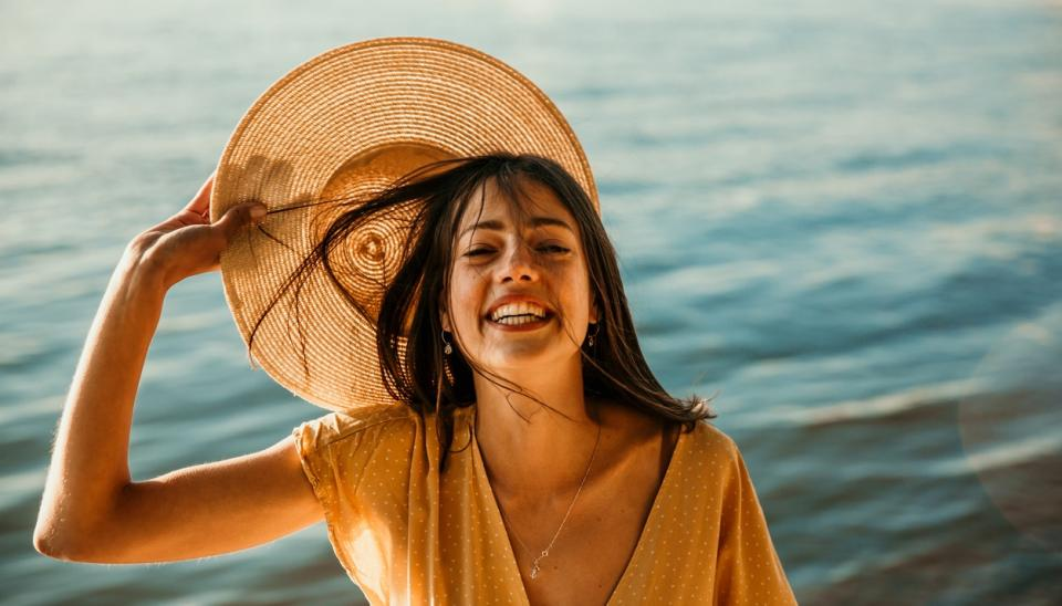 жена лято море слънце щастие усмивка