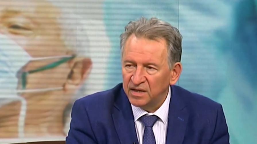 Кацаров обясни,че случите на ковид не спадат заради мерките