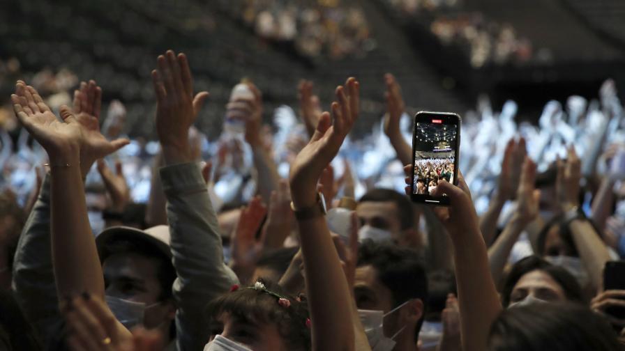 Хиляди присъстваха на концерт в Париж