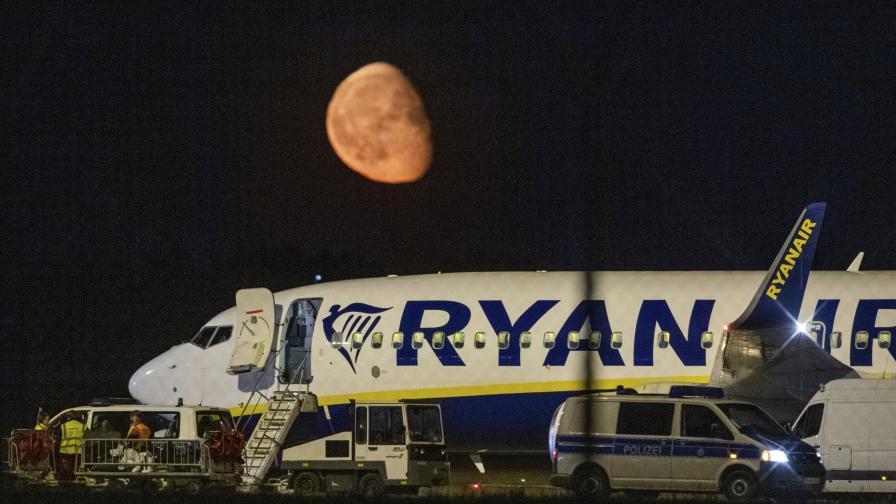 """Полет на """"Райънеър"""" кацна непредвидено в Берлин"""