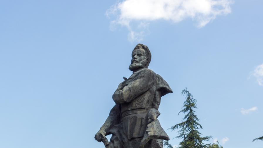 Враца се преклони пред паметта на Ботев и неговата чета