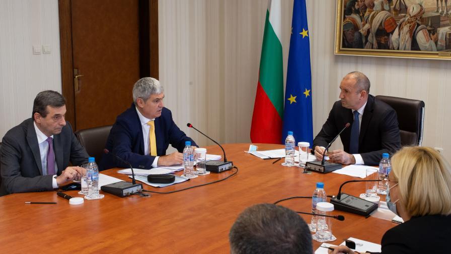 Радев: България трябва спешно да търси решения