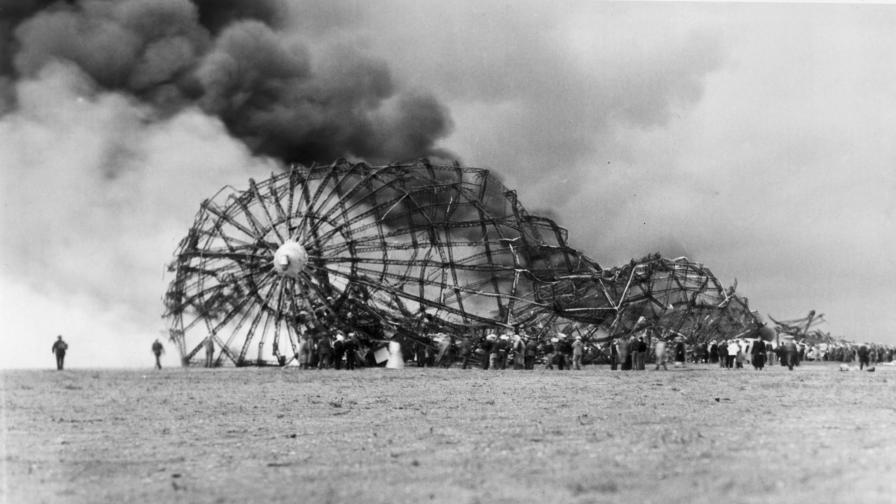 <p>Невиждани досега&nbsp;кадри от катастрофата &quot;Хинденбург&quot;</p>